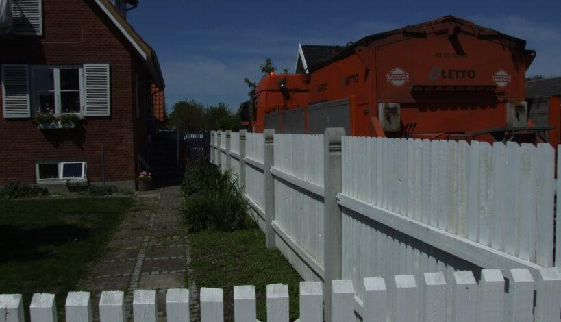 Her ses et Frederiksberg stakit hvidmalet